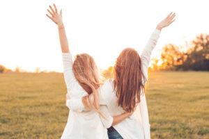 写真:二人の女性